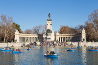 MADRID - JULY 11, 2011: Boating lake at Retiro park