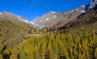 Herbst im Lötschental, Blick zur Lötschenlücke, Fafleralp, Wallis, Schweiz