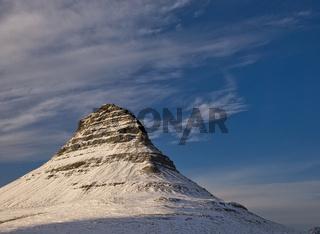 Kegelförmiger Kirkjufell Berg bei Sonnenuntergang