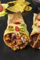 Enchiladas auf Schiefer