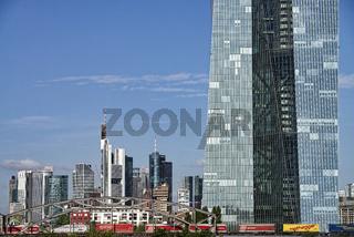 EZB Detail und Skyline von Frankfurt