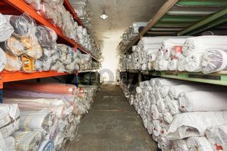 Teppichlager in einer Lagerhalle