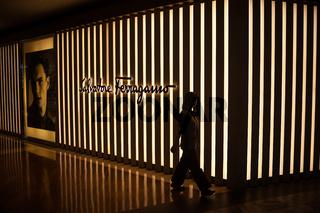 Singapur, Republik Singapur, Boutique von Salvatore Ferragamo im Einkaufszentrum The Shoppes