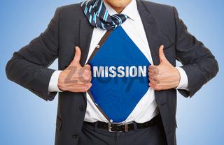 Mann im Anzug trägt Schriftzug Mission als Ziel Konzept