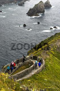 Zickzack-Weg auf der Insel San Juan de Gaztelugatxe über der Bucht von Biskaya,Spanien