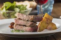 Gegrilltes Steak mit Kartoffel