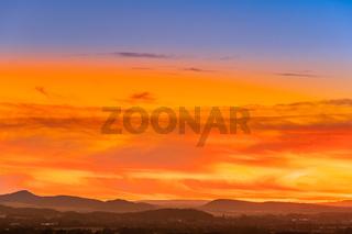 Blick zum Brocken im Sonnenuntergang