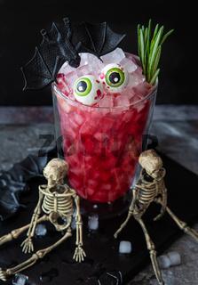 Gruseliger Cocktail zu Halloween