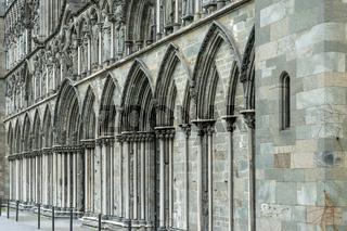 Westfassade des Nidaros Doms in Trondheim