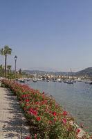 Blick auf den Ort Garda mit See