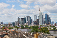 Frankfurt am Main Skyline im Sommer