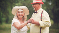 The Dance of The Old Couple In The Summer Garden3
