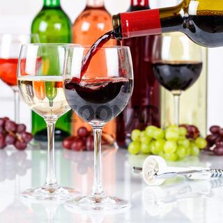 Wein einschenken eingießen Weinflasche Weinglas Rotwein Quadrat Flasche
