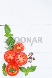 Tomaten mit Basilikum Gemüse von oben Hochformat Textfreiraum Copyspace Holzbrett