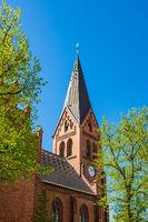 Kirche in Warnemünde an einem sonnigen Tag