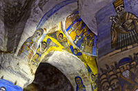 Dekorierter Gewölbebogen im Inneren der Kirche der orthodoxen Felsenkirche Abuna Gebre Mikael