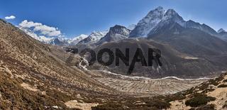Das Dorf Dingboche am Berg Ama Dablam in Nepal