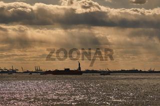 Silhouette der Freiheitsstatue in New York City