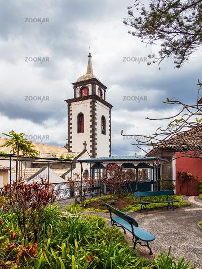 Blick auf eine Kirche in Funchal auf der Insel Madeira, Portugal