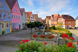 die Stadt Aub mit Brunnen in Deutschland -  the town Aub in Germany, well at the market square houses