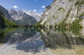 Der Obersee in Bayern, Deutschland, im Sommer
