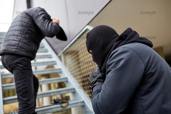 Clankriminalität mit Einbruch und Überfall