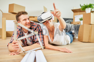 Junges Paar mit Virtual Reality Brille