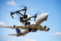 Symbolphoto drones and air traffic