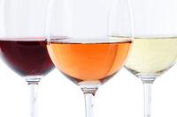 Wein Gläser Weingläser Weißwein Rotwein Rose Alkohol freigestellt Freisteller