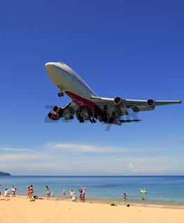 Boeing 747 , Flugzeug der Gesellschaft Rossia im Landeanflug, Ma
