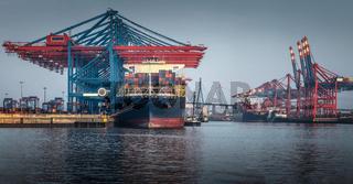 Containerterminal im Hafen von Hamburg