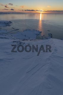 Abendsonne ueber dem Noerdlichen Eismeer, Soeroeya, Finnmark