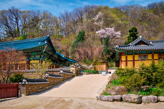 Sinheungsa temple in Seoraksan National Park, Seoraksan, South Korea