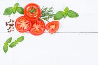 Tomaten mit Basilikum Gemüse von oben Textfreiraum Copyspace Holzbrett