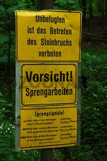 Verbotszeichen, Warnschild