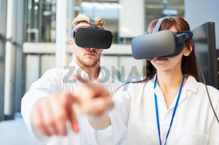 Forscher trainieren 3D Simulation mit VR Brille