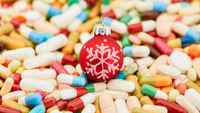 Tabletten und Pillen zu Weihnachten als Medizin