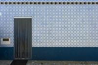 Schmuckfliesen als Dekoration an einem Wohnhaus