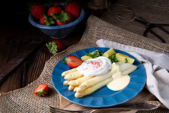 cooked asparagus with egg and potatoes