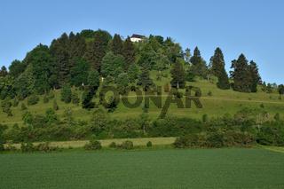 Kornbuehl auf der Schwaebischen Alb mit der Salmendinger Kapelle