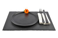 Ringelblume und Gedeck auf Schiefer isoliert - Common marigold and table setting on slate isolated