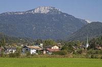 Erpfehdorf and mountain Steinplatte