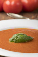 frische Tomatensuppe in einem Teller