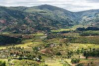 Blick vom Königshügel Ambohimanga auf die umliegende Landschaft und die nördlichen Vororte von Antananarivo
