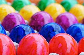 Ostern, Osterfest, Ostereier, bunt, bildfüllend, Eierkarton