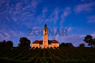 Basilika Birnau im Abendlicht inmitten der Weinberge