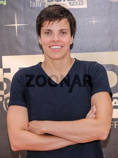 deutsche Schwimmerin Franziska Hentke ( SC Magdeburg , DSV ) bei der Aktion 'Bilder der Hoffnung' in Magdeburg