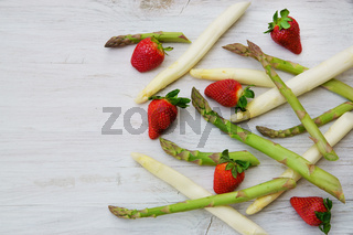 Spargel, Erdbeeren, grün, weiss, Stangen, Textraum, copy space