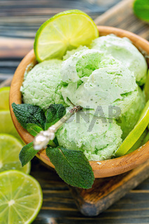 Artisanal ice cream Mojito.