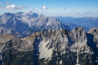 Zugspitze, gesehen vom Eibsee im Herbst